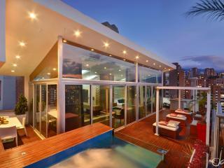 Magnificent Medellin penthouse Jacuzzi Elev entr - Medellin vacation rentals
