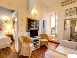 CENTRAL COLOSSEUM COZY FAMILY  APT WIFI + CELL - Rome vacation rentals