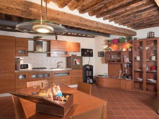 Guest House at Casa Gemma in Lucca - Lucca vacation rentals
