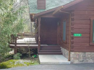 Upscale Log Cabin in the Pines!  3 BR / 2 BA with Loft.  Sleeps 10 - Copperopolis vacation rentals