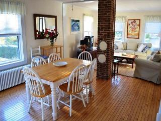 Annie's Place: Just 0.2 miles to beautiful Plum Cove Beach - Gloucester vacation rentals