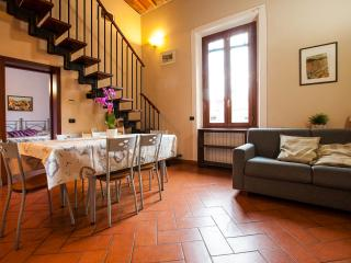 Apt F San Frediano in Florence - Florence vacation rentals