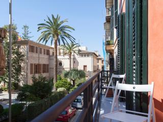 LONJA SQUARE FAMILY APARTMENT, A/C - Palma de Mallorca vacation rentals