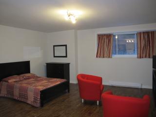 SOSHE 102 - adjacent MUHC Glen Campus - Montreal vacation rentals