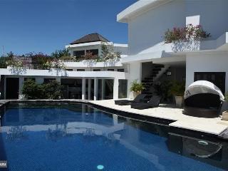 Spacious villa with 3 bedr, big pool & great view - Nusa Dua vacation rentals
