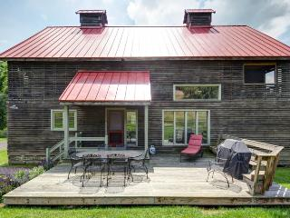 The Granary - A wonderful 4 bed restored barn situated within Meadow Lane. Sleeping porch and access to numerous activities - Hot Springs vacation rentals