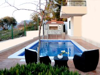Luxury apartment Sasso with swimming pool - Stobrec vacation rentals