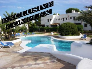HOUSE IN LUXURY COMPLEX, POOLS, CLIMATE, WIFI, BBQ - Cala d'Or vacation rentals