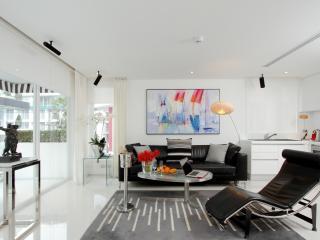 DELUXE 1 BEDROOM APARTM.+ BREAKFAST - Patong vacation rentals