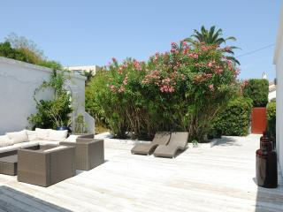 BLANCHE, calm renovated villa in heart of STropez - Cogolin vacation rentals