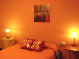 Apartamento con parking y wifi - Granada vacation rentals