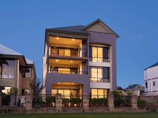 Istana Ascot Waters - FREE Internet & IDD Calls - Perth vacation rentals
