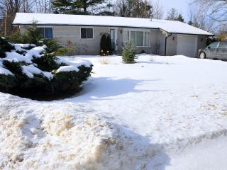 Year round cottage on Lake Simcoe - Barrie vacation rentals