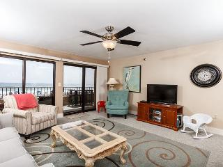 SD 205:Large beachfront unit - WiFi, balcony, pool, tennis,Free Beach Chairs - Fort Walton Beach vacation rentals