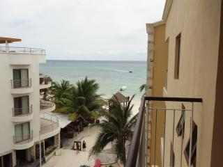 Condo EL FARO - 1 bedroom, 2 bathroom - Playa del Carmen vacation rentals