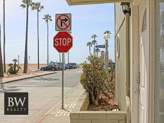 Bella Vita on the Oceanfront in the heart of old Balboa - Newport Beach vacation rentals