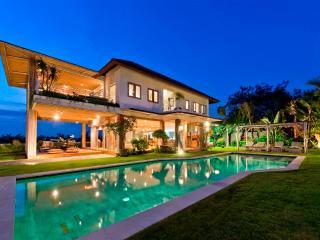 Villa Fleur Bali: 5 bedrooms Canggu - Denpasar vacation rentals