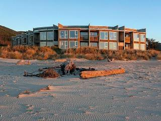 Oregon Coast Condo - NEWLY REMODELED! - Rockaway Beach vacation rentals
