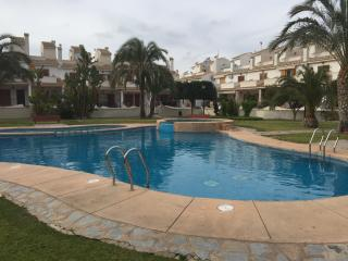 BUNGALOW WITH SWIMMING POOL AND TINNIS COURT - Gran Alacant vacation rentals