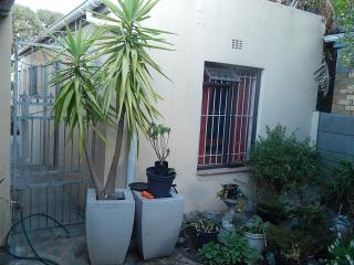 Garden Flat: A  holiday feel in a homely setting. - Stellenbosch vacation rentals