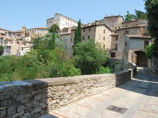 Todi - Stylish Apartment Morandi with balcony - Todi vacation rentals