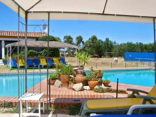 Magnificent country cottage near Portalegre w/ huge garden, shared pool and stunning views – sleeps - Urra vacation rentals
