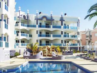 Luxury apartment in Alcanar with 2 bedrooms, 2 terraces, sea views and pool – 20m from the beach! - Alcanar vacation rentals