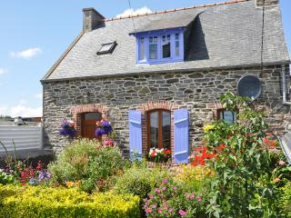 Idyllic stone house in Côtes-d'Armor, Brittany, with fenced garden & terrace – sleeps 4 - Minihy-Treguier vacation rentals