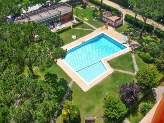 Family apartment on the Costa Brava with 2 bedrooms, balcony & pool access - 200m from the beach! - Cannes vacation rentals