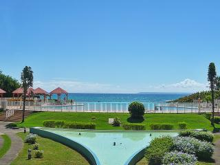 Bright apartment in Saint Francois (Guadeloupe) w/ air-con, stunning views, infinity pool, garden & - Saint-François vacation rentals