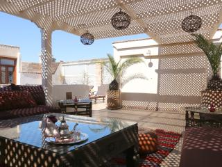 RIAD JAUNE SAFRAN charm exclusive rent wifi&pool - Marrakech vacation rentals