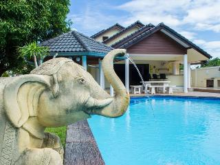 Baan Laksee 4 bed pool villa near Walking Street - Pattaya vacation rentals