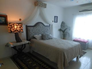PRIVATE ROOM WITH EXCLUSIVE BATHROOM - Cancun vacation rentals