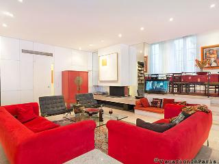 Maison Don Pedro Vacation Rental with 2 Bedrooms - Paris vacation rentals