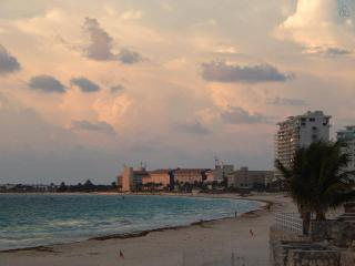 Cancun Hotel Zone Beach Resort with lake view. #3 - Cancun vacation rentals
