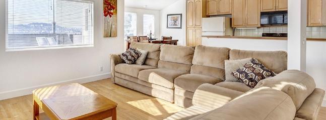 Beautiful open living room - 3 Bedroom, 2.5 bath - Fast WiFi, free parking, TV - San Francisco - rentals