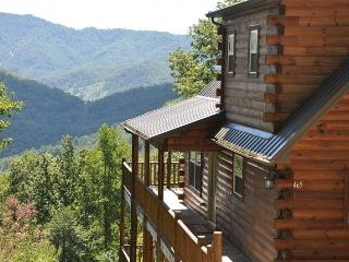 Sun Eagle Lodge – Spectacular View - Loaded with Stylish Amenities and Relaxation. Peaceful with Hot Tub, Wi-Fi and Grill. - Bryson City vacation rentals
