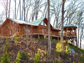 Shooting Star Ridge – Incredible View from a Gorgeous Cabin with Hot Tub, Fire Pit, and Wi-Fi -- Close to Rafting, the Casino, Fishing, Waterfalls, and the Tourist Train - Dillsboro vacation rentals