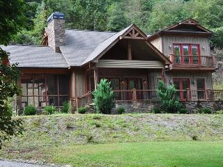Creekside Lodge -- Convenient, Custom Rental with Easy Access, Outdoor Fireplace on Screened Porch, Internet Access, and a Shelt - Bryson City vacation rentals