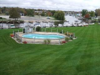 Landings 14 - Weekly stays begin on Saturdays - South Haven vacation rentals