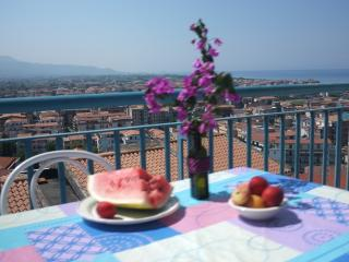 Sea view terrasse appartment close to the beach - Scalea vacation rentals