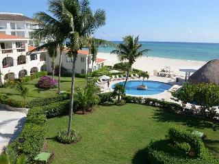 Oceanfront with pool 2 bedroom in Xaman Ha (Xh7206) - World vacation rentals