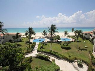 Oceanfront Center Penthouse with pool 2 bedroom in Xaman Ha (Xh7208) - World vacation rentals