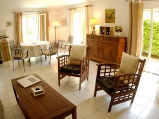 Beautiful 2 bedroom Villa with 2 bathroom & pool - Cap-d'Agde vacation rentals