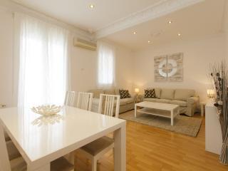 Cozy Rambla Cataluña 4 bedrooms - Barcelona vacation rentals