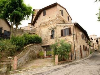 Rustic 2 Bedroom Apartment at Macie in San Gimignano - Montecchio vacation rentals