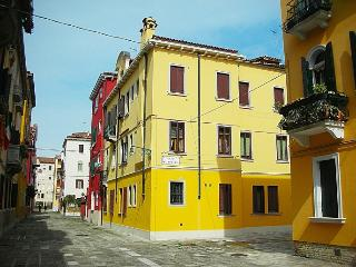 QUEEN HOUSE - 55 MQ - Internet FREE - City of Venice vacation rentals