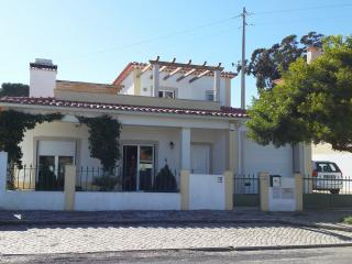 Obidos Area-  Modern Villa Private Pool Sleeps 8 - Costa de Lisboa vacation rentals