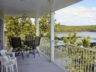 3 BR, 2 Bth Lakefront condo in Lake of the Ozarks - Osage Beach vacation rentals