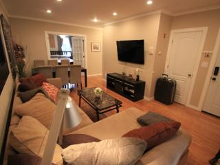 3 Bedroom Duplex W/3 King Beds&Pull-out 15 min2NYC - Brooklyn vacation rentals